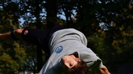 """MIKROBATIKA"" – akrobatický workshop s Winstonem Reynoldsem"